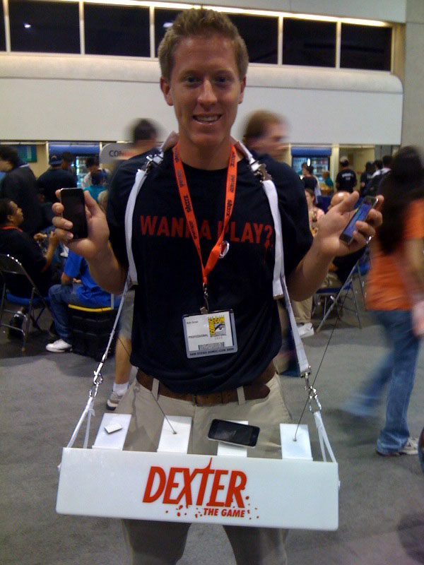 dexter-game-guy-comic-con-2009